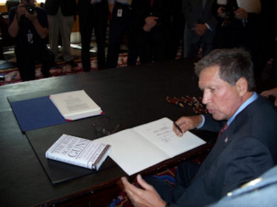 Governor Kasich signs Ohio Restaurant Carry Bill